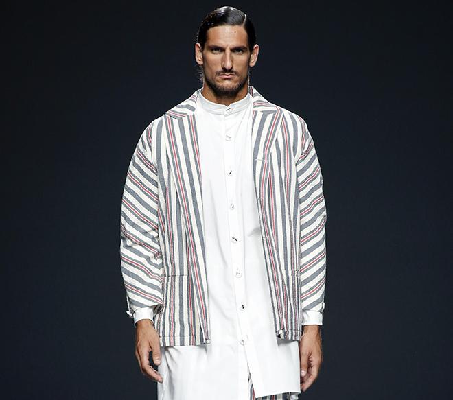 Colección del diseñador español Etxeberria. Primavera Verano 2016. textil moda española