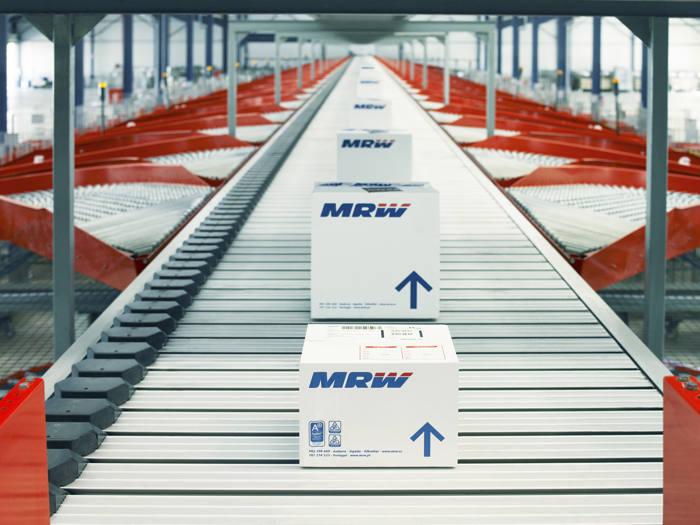 logística inversa del ecommerce, logística textil, logística moda, logística ecommerce, transporte de ropa, distribución moda, mrw