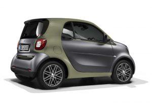Smart, Pull&Bear, vehículo eléctrico, sostenibilidad, edición limitada, compromiso ambiental, materias primas sostenibles, estética Smart