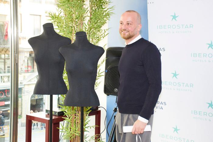 Héctor Jareño, director creativo y fundador de Reliquiae, ganador del premio al mejor escaparate profesional.