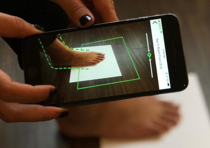 escaneo 3D, calzado, ajuste calzado, tecnología de escaneo del pie en 3D, Instituto de Biomecánica de Valencia, tasa de devolución, IBV,